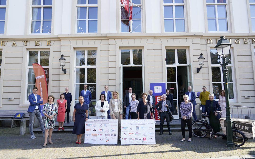 Ondertekening manifest 'Vitaliteit en Gezonde Leefstijl' groepsfoto | Partnerschap Overgewicht Nederland